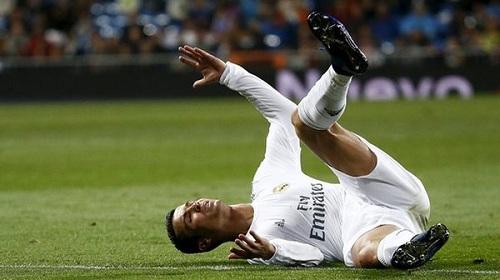 «رونالدو» اجتاز الفحوص الطبية: مصاب بتمزق عضلي
