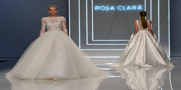 c66d871026ed8 بالصور - أسبوع «فساتين الزفاف» في اسبانيا بدأ بـ«ملامح أنيقة مفعمة في  البساطة»