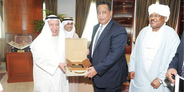 علي الغانم: لتطوير العلاقات الاقتصادية مع السودان