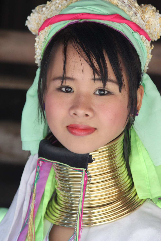 بالصور - «النساء الزرافات» في بورما يحلمن بمستقبل سياحي مشرق لمنطقتهن