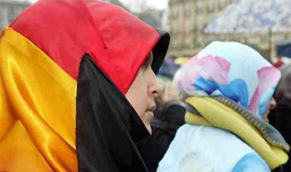 سيدة تمزق حجاب فتاة في ألمانيا