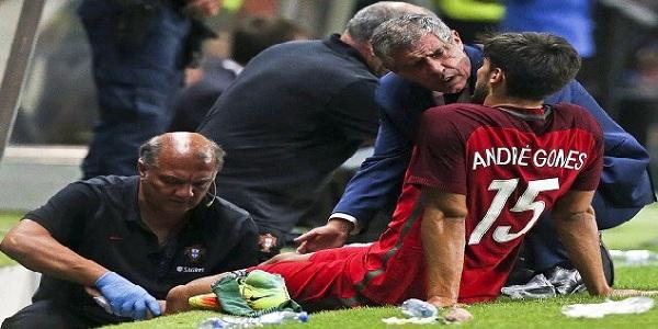 «اندريه غوميز» يعود إلى برشلونة.. بسبب الإصابة