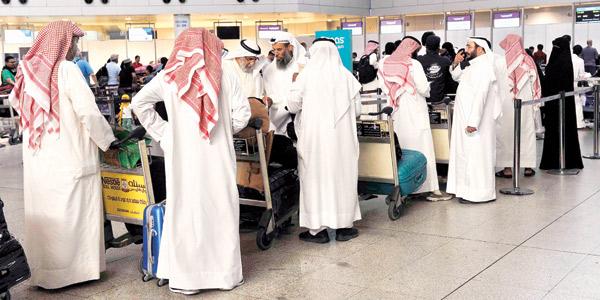 هدوء الشوارع يستبق العيد.. وزحمة في المطار