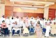 فيصل بن سلطان يتوسط مجموعة من ذوي الاحتياجات الخاصة وفريق المبادرة