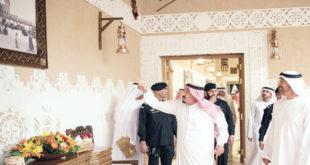 خادم الحرمين مستقبلا محمد بن زايد في الرياض امس                              ( و ا س)