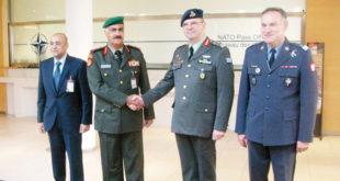 رئيس الاركان لدى زيارته مقر الناتو   (كونا)
