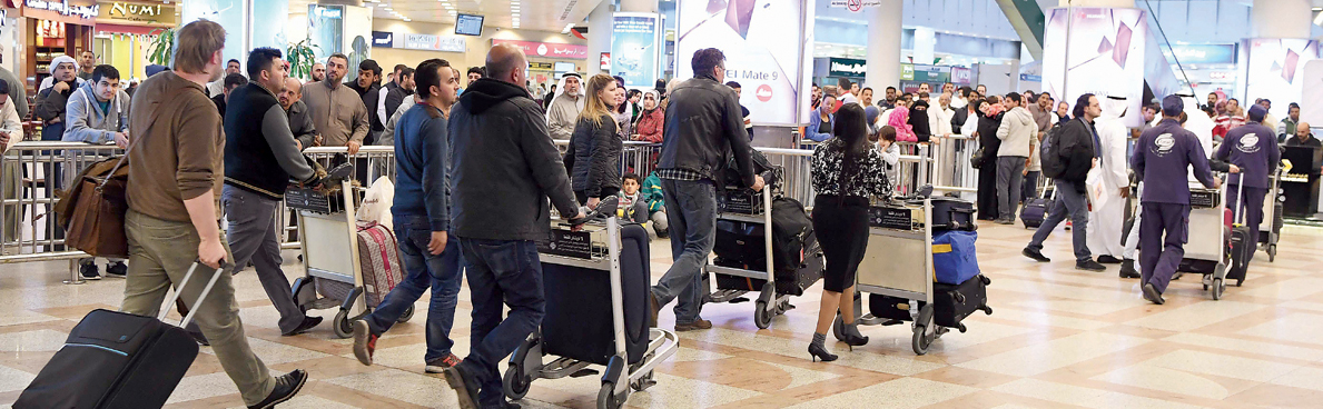 المطار عقب العطلة: زحمة خانقة وأزمة مواقف بلا حل