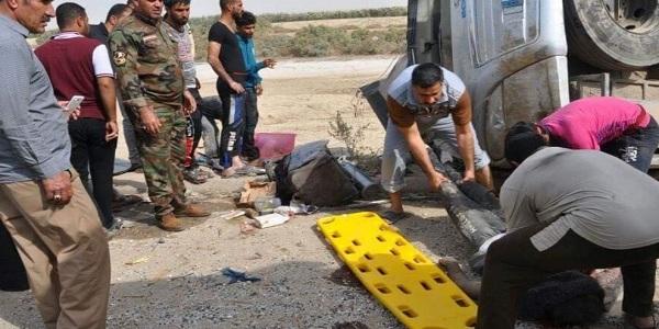 وفاة 5 مواطنين وإصابة 13.. بانقلاب حافلتهم في العراق