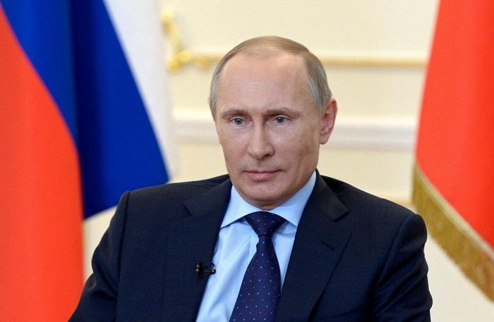 بوتين يهدي بطاقتين لمشجعين تائهين