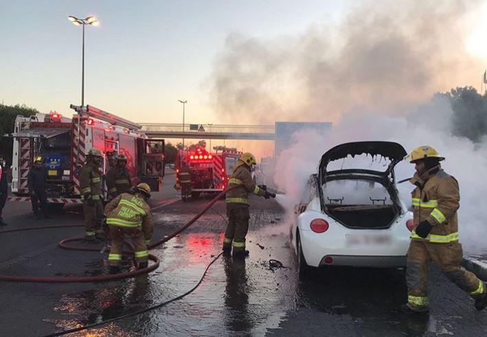 إخماد حريق مركبة على طريق الدائري الرابع