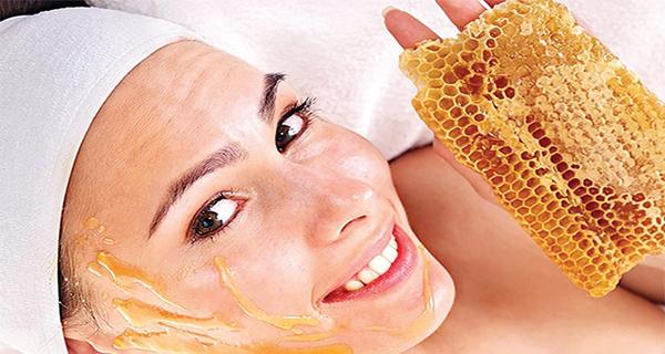 العسل.. علاج سحري لحب الشباب