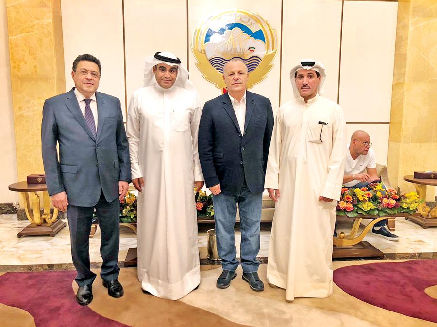 احمد عقلة ومحمد خليل مع هاني ابو ريدة والسفير المصري طارق القوني