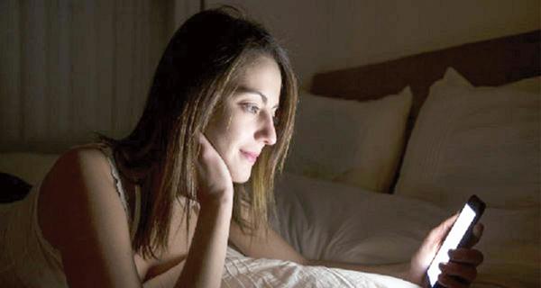 الأشعة المنبعثة من هاتفك خطر على بشرتك
