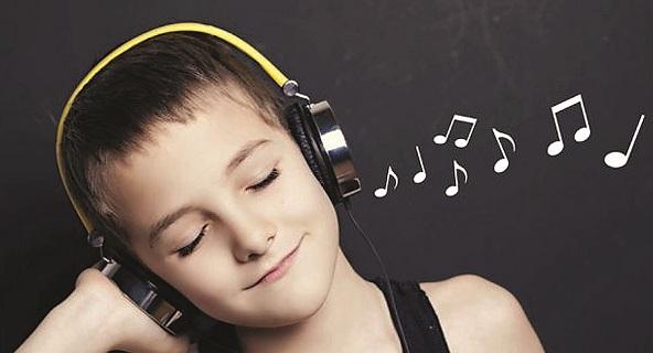 دراسة تحذّر من الاستماع للموسيقى بسماعات الأذن