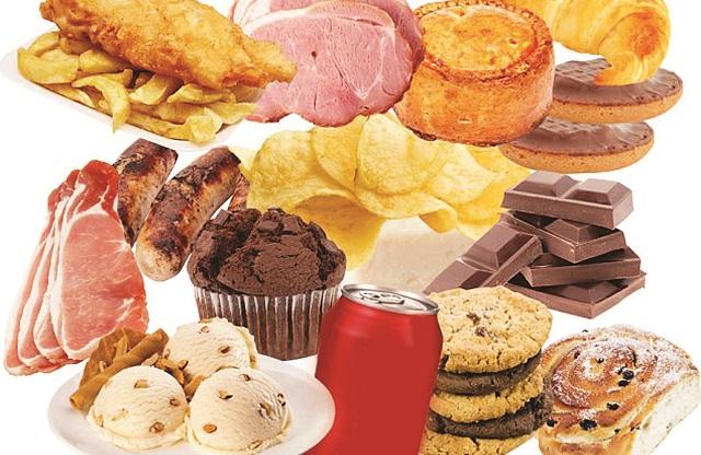 الأطعمة الغنية بالدهون والسكر تعجل بالزهايمر