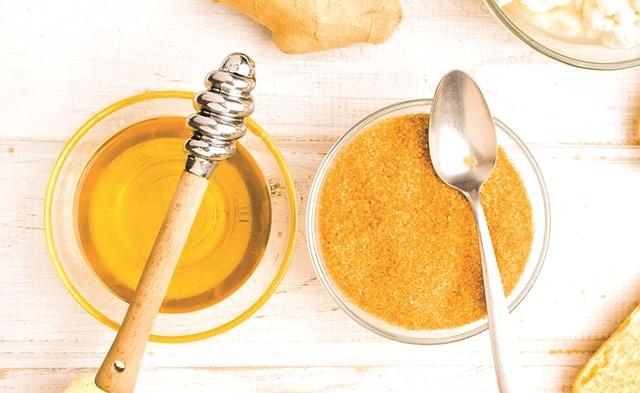 أيهما أفضل.. العسل أم السكر؟