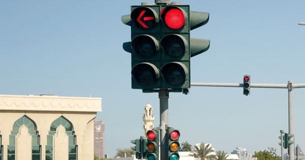 200 ألف مخالفة «تجاوز الإشارة الحمراء»