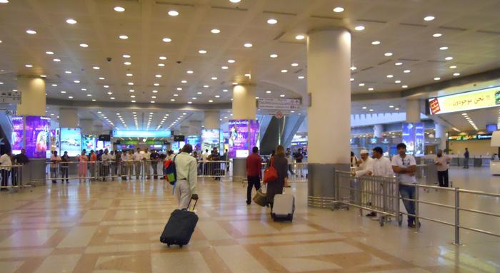 تعليق الرحلات المغادرة من المطار وتحويل الآتية لمطارات أخرى