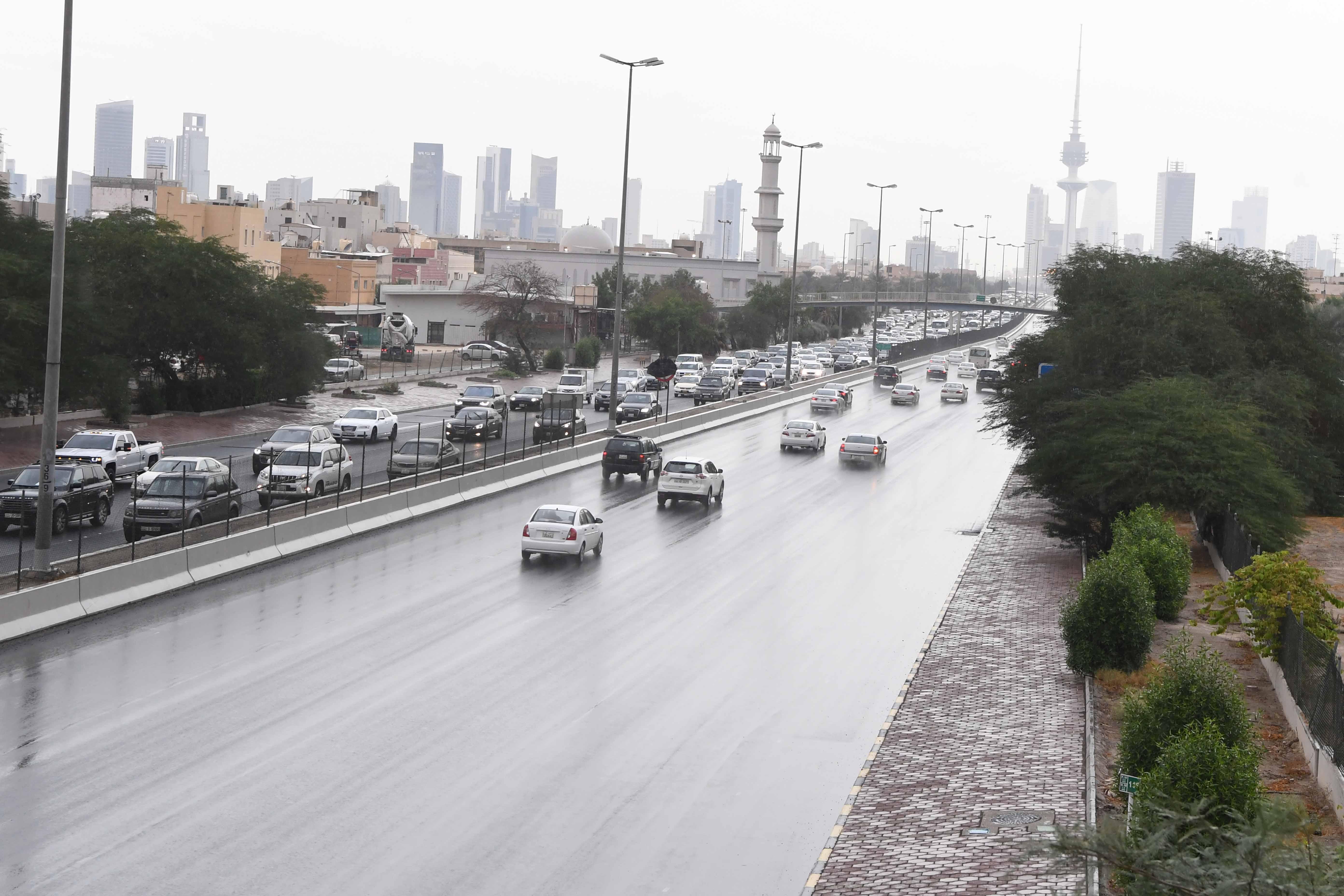 «الأرصاد»: رياح مثيرة للغبار مع فرصة لأمطار رعدية