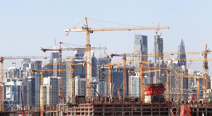 هل فقدت دبي بريقها للعمال الأجانب؟