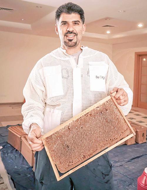 د. العيسى وانتاجه الوفير من العسل
