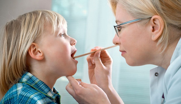 دراسة: استئصال اللوزتين مبكراً قد يسبب الحساسية والالتهابات