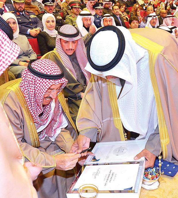 الأمير يوقع الإستراتيجية الوطنية لتعزيز النزاهة ومكافحة الفساد.. وبدا رئيس مجلس الأمة مرزوق الغانم | كونا