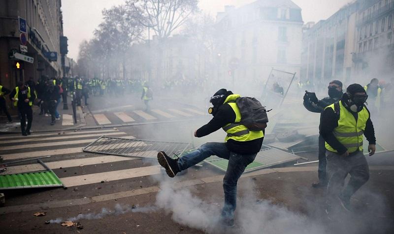 محتجو «السترات الصفراء» في الشارع.. لسبت تاسع من التظاهرات