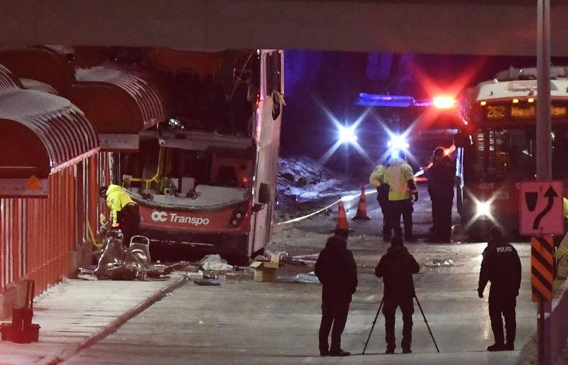 مقتل 3 أشخاص إثر اقتحام حافلة محطة حافلات في أوتاوا الكندية