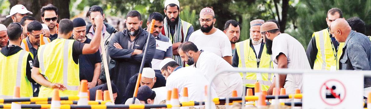 نيوزيلندا تشيع الضحايا.. وترفع الآذان