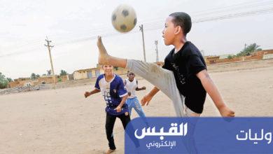 حركة فنية لطفل خلال لعبه كرة القدم في ساحة بالخرطوم أمس | رويترز