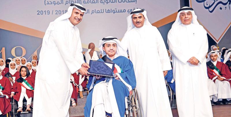 تكريم متفوق هزم الإعاقة